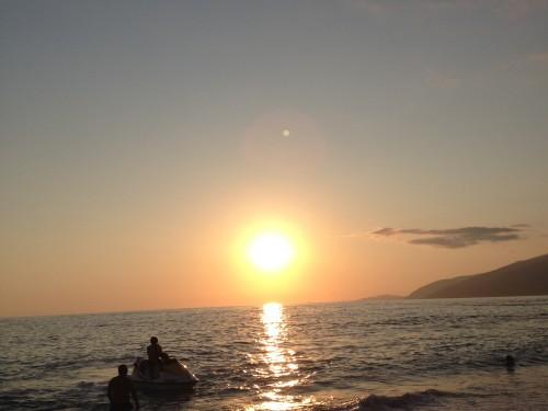 солнце закат море